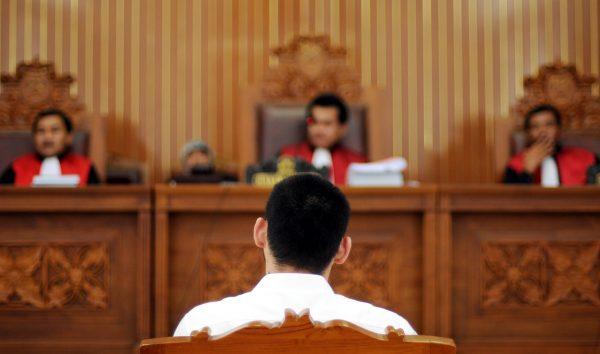 contoh #2 teks anekdot hukum peradilan - sidang