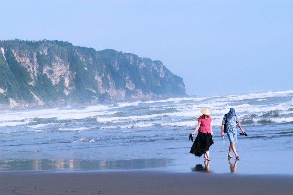 contoh recount text tentang liburan ke pantai parangtritis