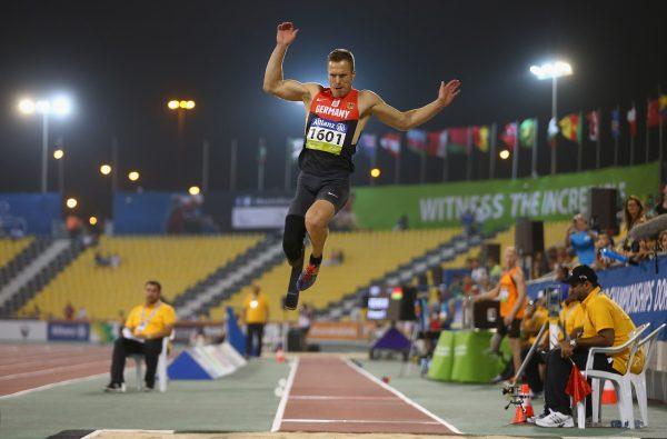 atlet lompat jauh