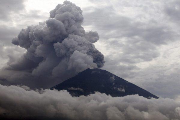 contoh factual report text - bali volcano